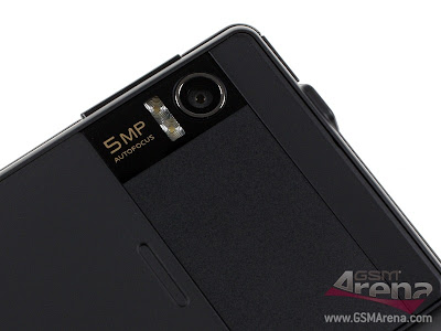 The+5+megapixel+camera,+the+dual-LED+flash+and+the+loudspeaker+grill+are+on+the+back.png