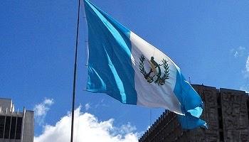 Juan Pablo Chaclan: La Bandera de Guatemala es Azul Cielo