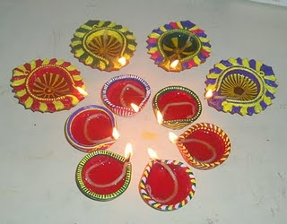 Show Your Creativity Paint The Diyas With Diffe Colors They Just Look Beautiful Check These Hand Painted
