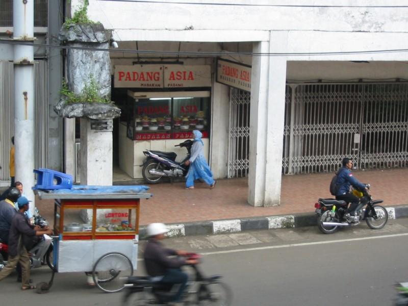 Straßenszene in Bandung, Indonesien