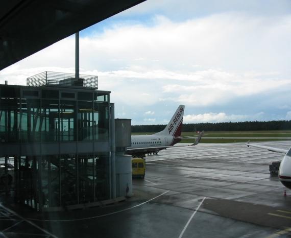 Abflug ab Nürnberg im Regen - Flughafen Nürnberg