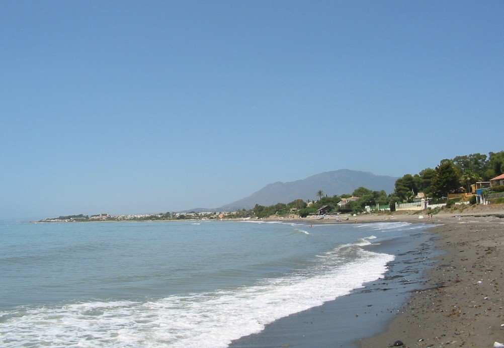 Mittelmeer und Strand in Andalusien - Strandspaziergang nahe Estepona