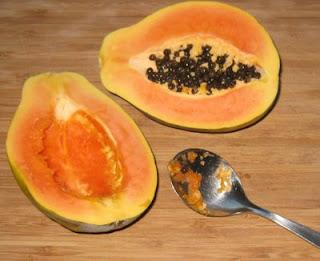 frische Papaya, aufgeschnitten