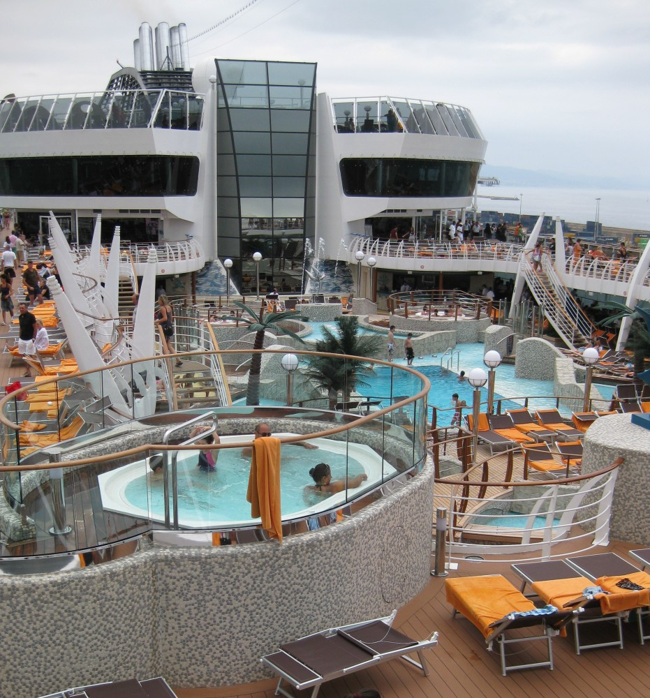 MSC Splendida - Deck mit Pools