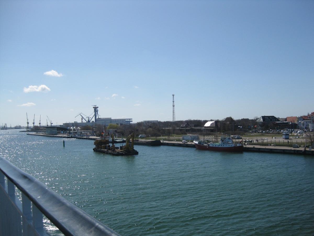 Einfahrt in den Hafen Rostock