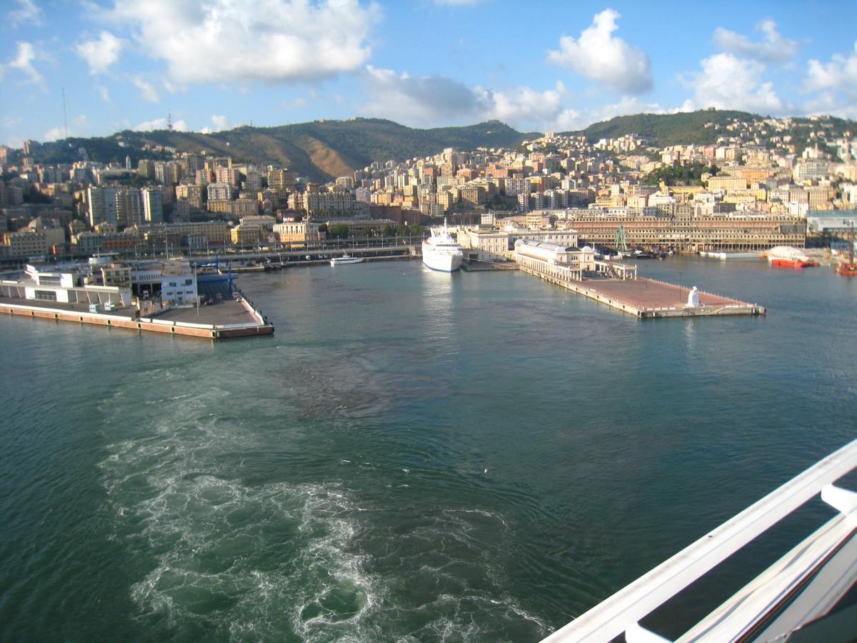 Ausfahrt aus dem Hafen von Genua mit der MSC Splendida