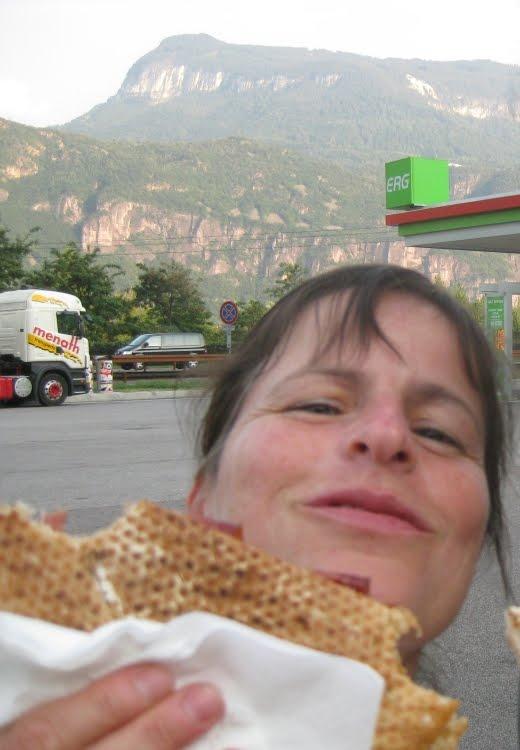Barbara mit Snack südlich vom Brenner