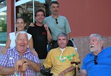 MARIA PEREZ, MIGUEL PINO, JOSEMARI LOPEZ, MANUEL CHAPARO, SANTIAGO miembros del EL GREMIO junto a P