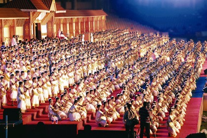 1,200 Mohiniyattam dancers on stage