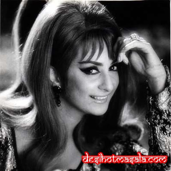 32 Sexy And HOT Pictures Of All OLD Indian Actresses