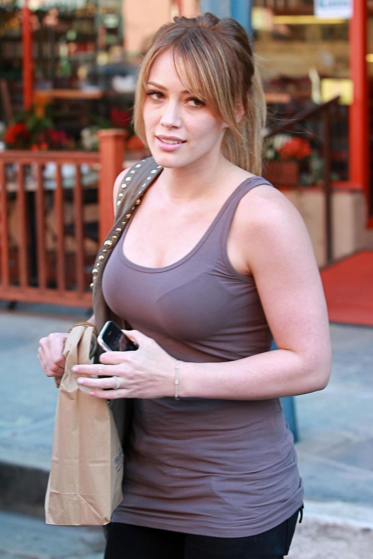 Chinese Cute Girl Hd Wallpaper Hot Hilary Duff Candids On Celebs World