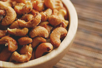 The Well-Seasoned Cook: Short and Sweet - Candied Spiced Cashews