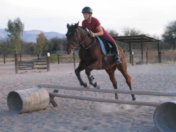 Iza Jumping Vaquero