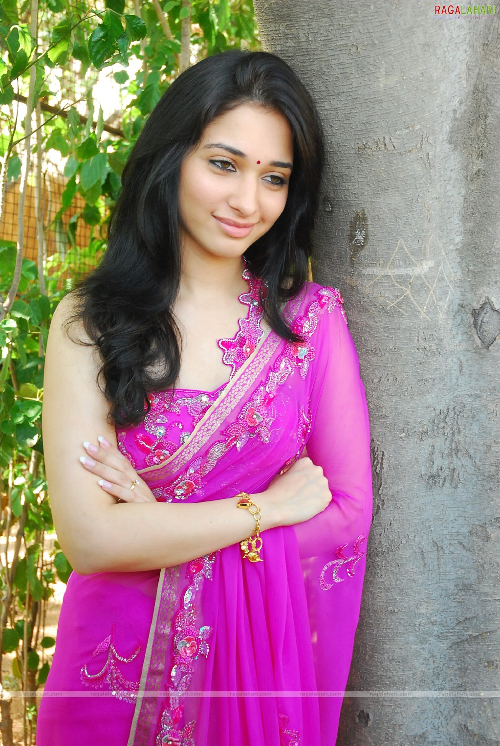 Tamanna Photo Gallery: Film Actress Tamanna Bhatia: Cute Tamanna Sexy Saree Photo
