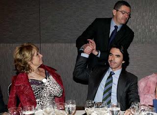 Gallardón autosuficiente mira adelante, Aznar piensa ''la que te vas a pegar'' ... y Esperanza vigila los movimientos de Gallardón pensando ... ''y este dónde va ...''