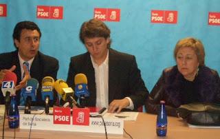 De derecha a izquierda, Eloisa Álvarez, cabeza de lista socialsita al Congreso, Carlos Martínez Alcalde de Soria y Secretario General del PSOE soriano y Félix Lavilla, cabeza de lista al Senado