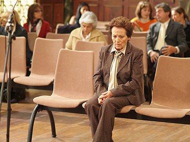 Jacinta acude al juzgado debido a una citación que recibió hace un tiempo.