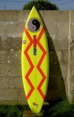 vintage surfboard collector UK: 1980s Town and Country thruster