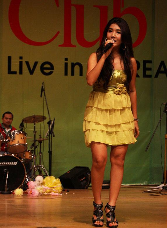 Myanmar Popular Female Singer Thazin-2577