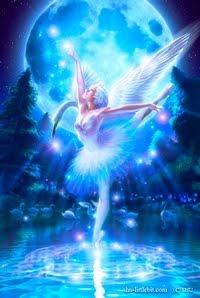 Ballerina classica con le ali e che balla sull'acqua