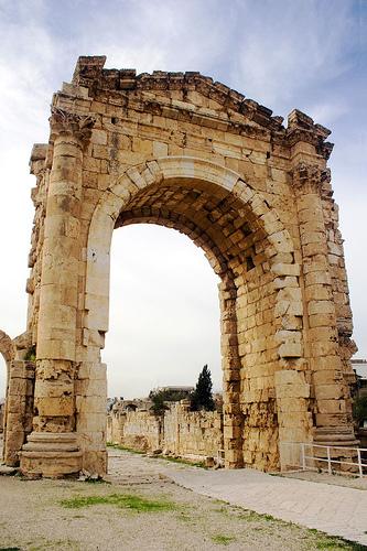[Tyre1(Roman+triumphal+arch).jpg]