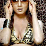 Celina Jaitly Ready To Strip tease