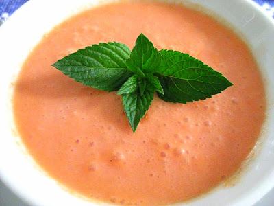 Melonensuppe mit Ingwer und gebratenen Garnelen | Arthurs Tochter kocht. Der Blog für food, wine, travel & love von Astrid Paul