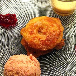 Gebackene Apfelküchlein mit Preiselbeereis und Portweinsabayon | Arthurs Tochter kocht von Astrid Paul. Der Blog für Food, Wine, Travel & Love