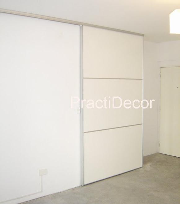 Cerramiento de kitchenette con una puerta