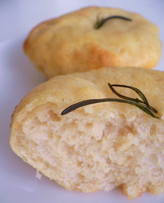 Life's Smörgåsbord: Daring Bakers Debut: Tender Potato Bread