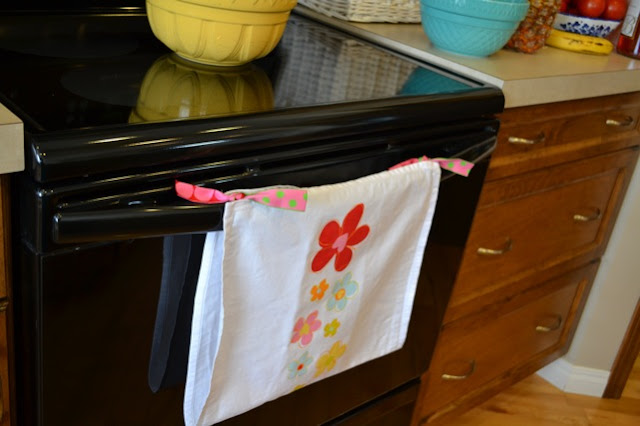 Simple sewing project to keep your tea towels off the floor!
