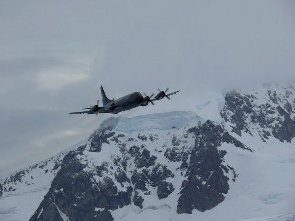 La EA6E sobrevuela el Circulo Polar Antártico