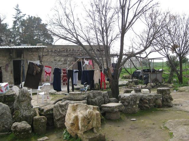 Vida cotidiana junto a las ruinas de Apamea