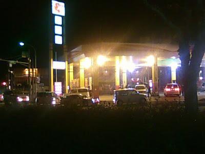 ガソリンスタンド長蛇の列