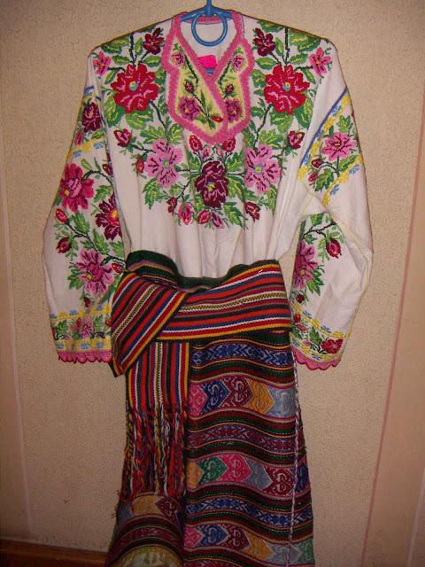 Borshchiv embroidery, Ukraine