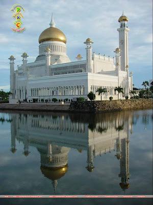 islam a global religion sultan omar ali saifuddin mosque