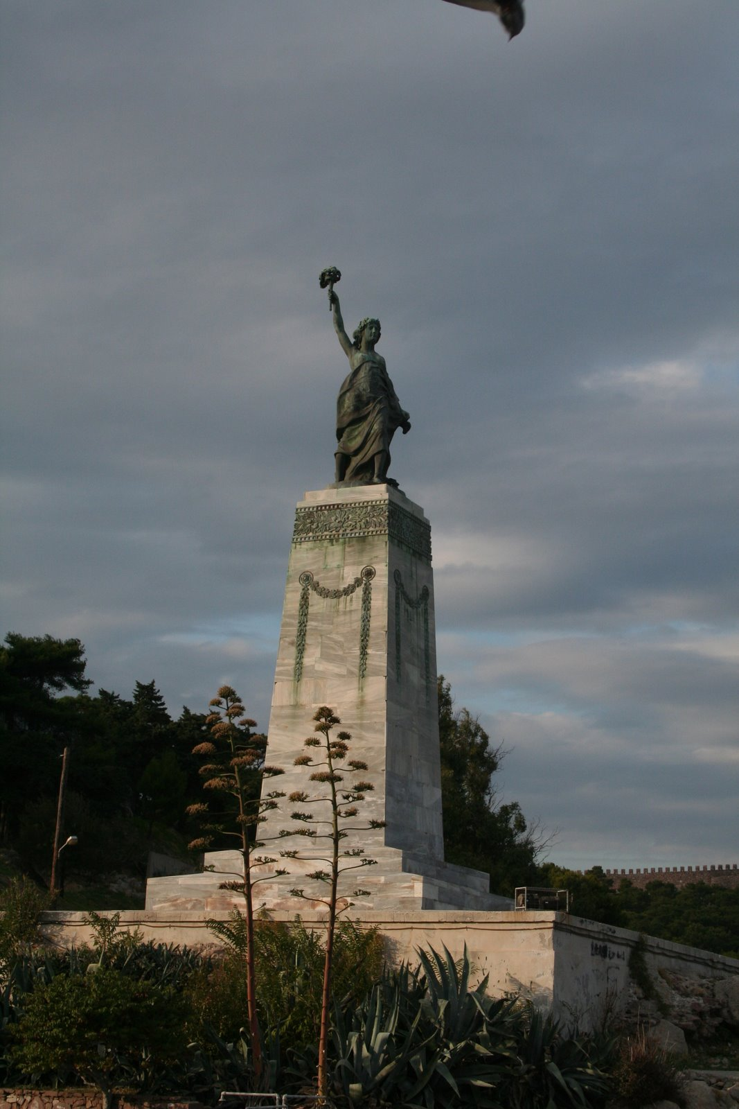 [Statue+of+Liberty,+Mytilene.JPG]