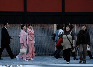 Ladies in kimono, at Gion, Kyoto