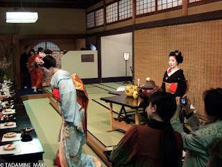 Tea serving of maikos to the audience before the performance