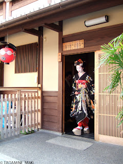 Maiko, being about to go out, Gion, Kyoto
