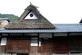 Thatched hat on tiled roof, near Adashino Nenbutsuji Temple, in Kyoto