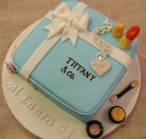 torta scatola Tiffany, bracciale e make up
