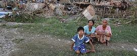 A días de la mayor tragedia sobrevivientes desesperados en Myanmar (Reuters)