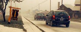 Vehículos circulan con precaución debido a la escasa visibilidad (Telam)