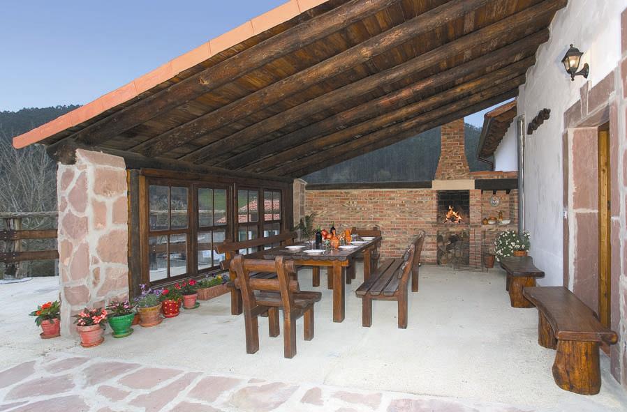 Rulolla apartamentos rurales de cantabria apartamento amaia for Bancos de jardin rusticos
