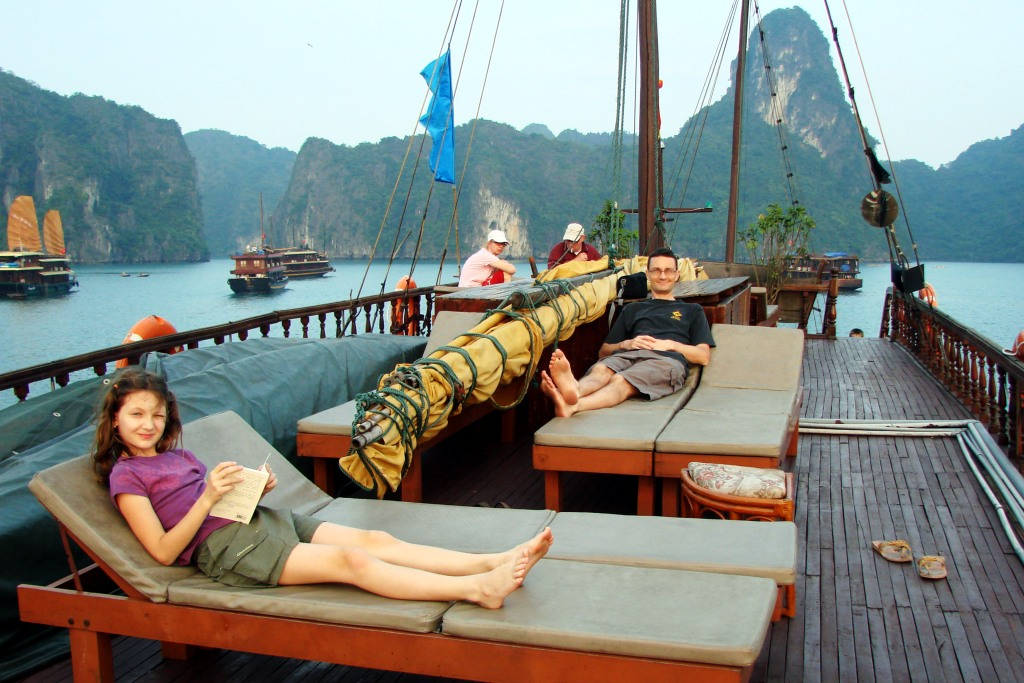 [6-+Holidays+in+Asia+2478+halong+Lou+Phil.jpg]