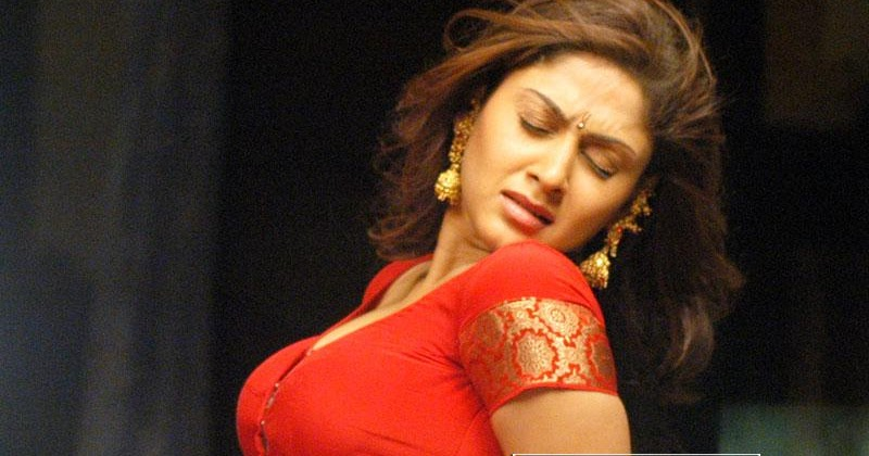 Cute Surya Wallpapers Manjari Fadnis Kiss 171 Latest Actress Dresses And Sarees