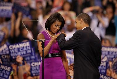 Obamas bump knuckles