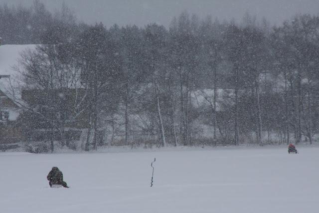 Visitar TRAKKAI e descobrir uma fortaleza no meio do lago gelado | Lituânia