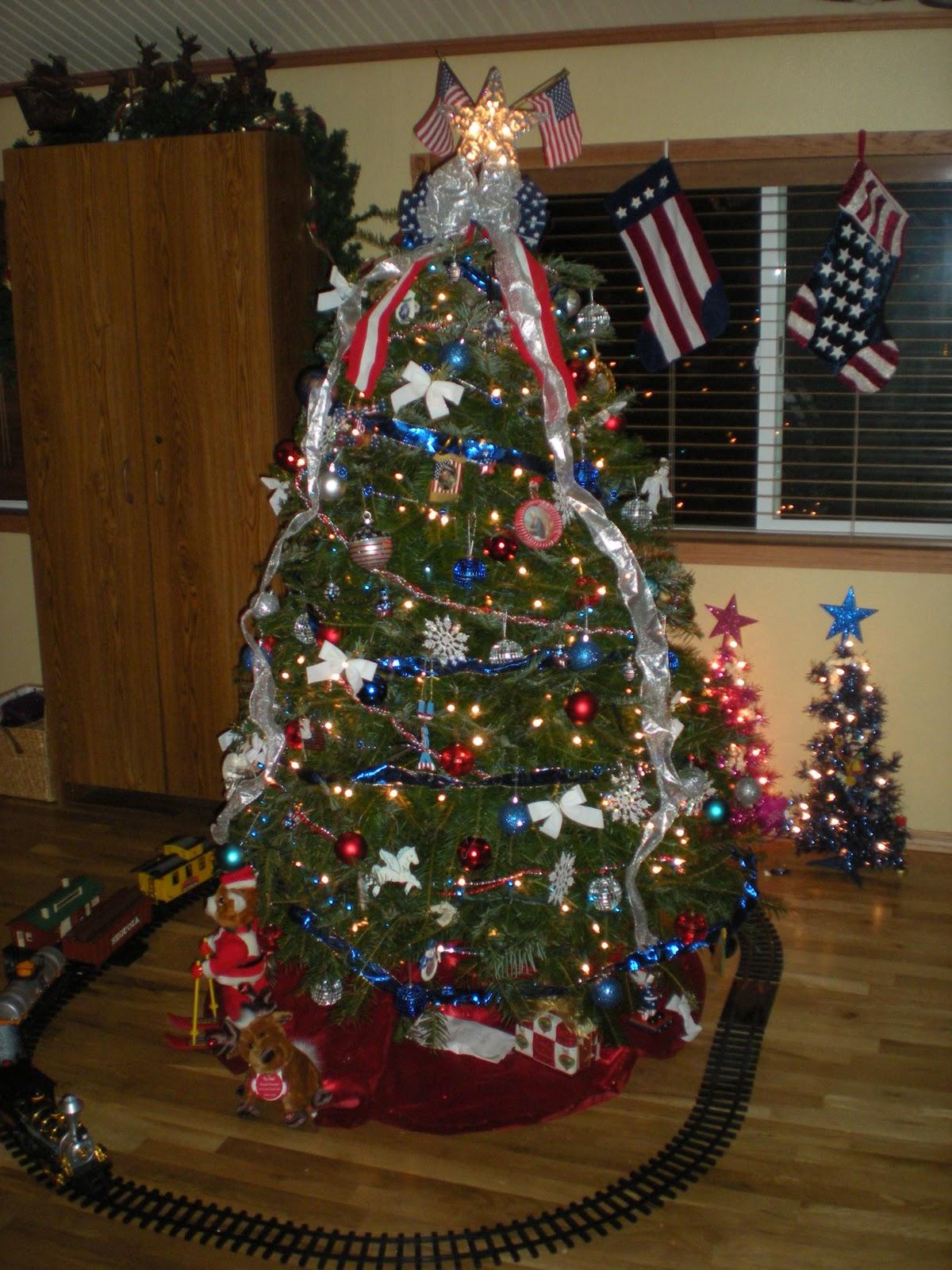 Patriotic Christmas Trees.Homestead Wannabes A Patriotic Christmas
